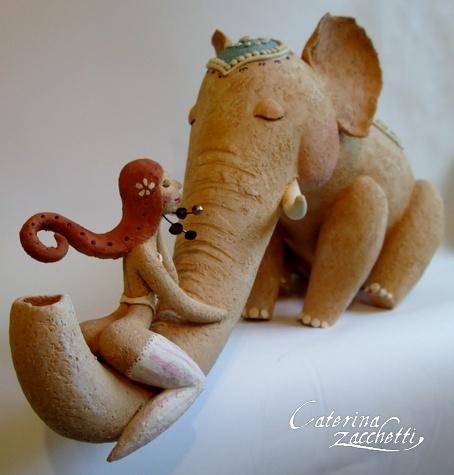 Donna con elefante
